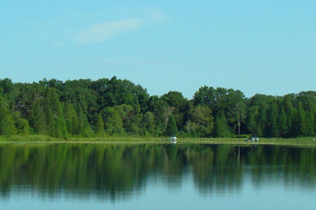 Southern Wisconsin Lakefront Property, 100' Shoreline!